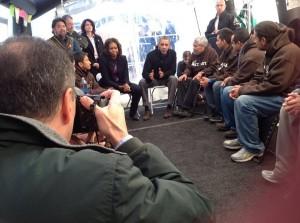 Obama Sentado
