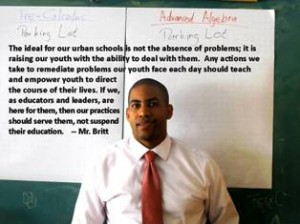 El maestro Michael Britt apoya otras formas de disciplina en las escuelas.