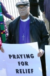 Líderes religiosos de diversas denominaciones acompañaron con plegarias a los familiares de inmigrantes indocumentados durante el acto de desobediencia civil en la Casa Blanca