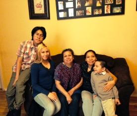 Familia Corona y maestra Elsa Díaz