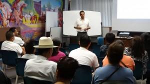 Foro ccomunitario en El Cajon, conducido por Pedro Rios