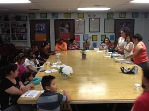 En los talleres los padres conocen los nuevos estándares y cómo involucrarse en la educación de sus hijos.