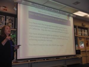 Rossana Alvidrez  explica a padres la importancia de la reclasificación