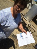 Lázara Luengas tiene una lista de los vecinos a quienes se les han secado los pozos.