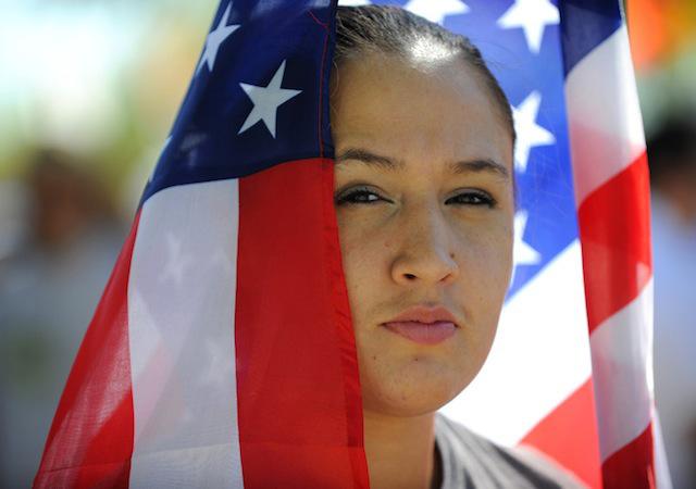 Decenas de miles de activistas se unieron a los miembros de SEIU en un mitin y marcharon hacia EL Capitolio en Phoenix, Arizona, para pedir soluciones reales a un sistema de inmigración fallido. Foto SEIU / Shell Photographics.
