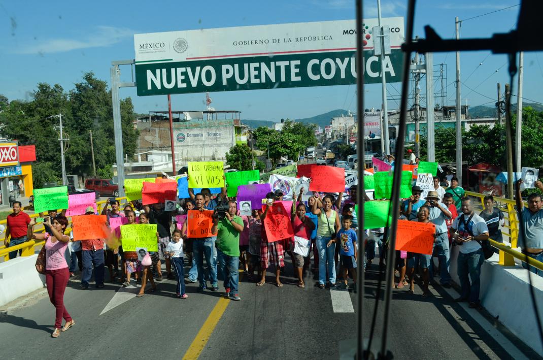 Miembros de la Caravana Guerrero