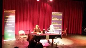 A la derecha, el  poeta Homero Aridjis. al lado, Hugo Morales, Drector y co-fundador de Radio Bilingüe