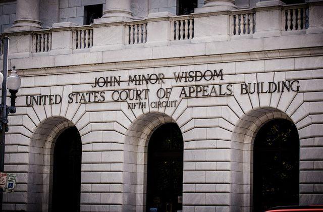 Corte de Apelaciones del Quinto Circuito, donde se haya atorado el caso para destrabar la entrada en vigor de las acciones ejecutivas sobre inmigración