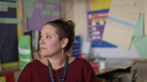 Marisa Morales dice que la violencia obstruye el aprendizaje de muchos niños en su salón de tercer grado. Foto: Adam Grossberg/KQED