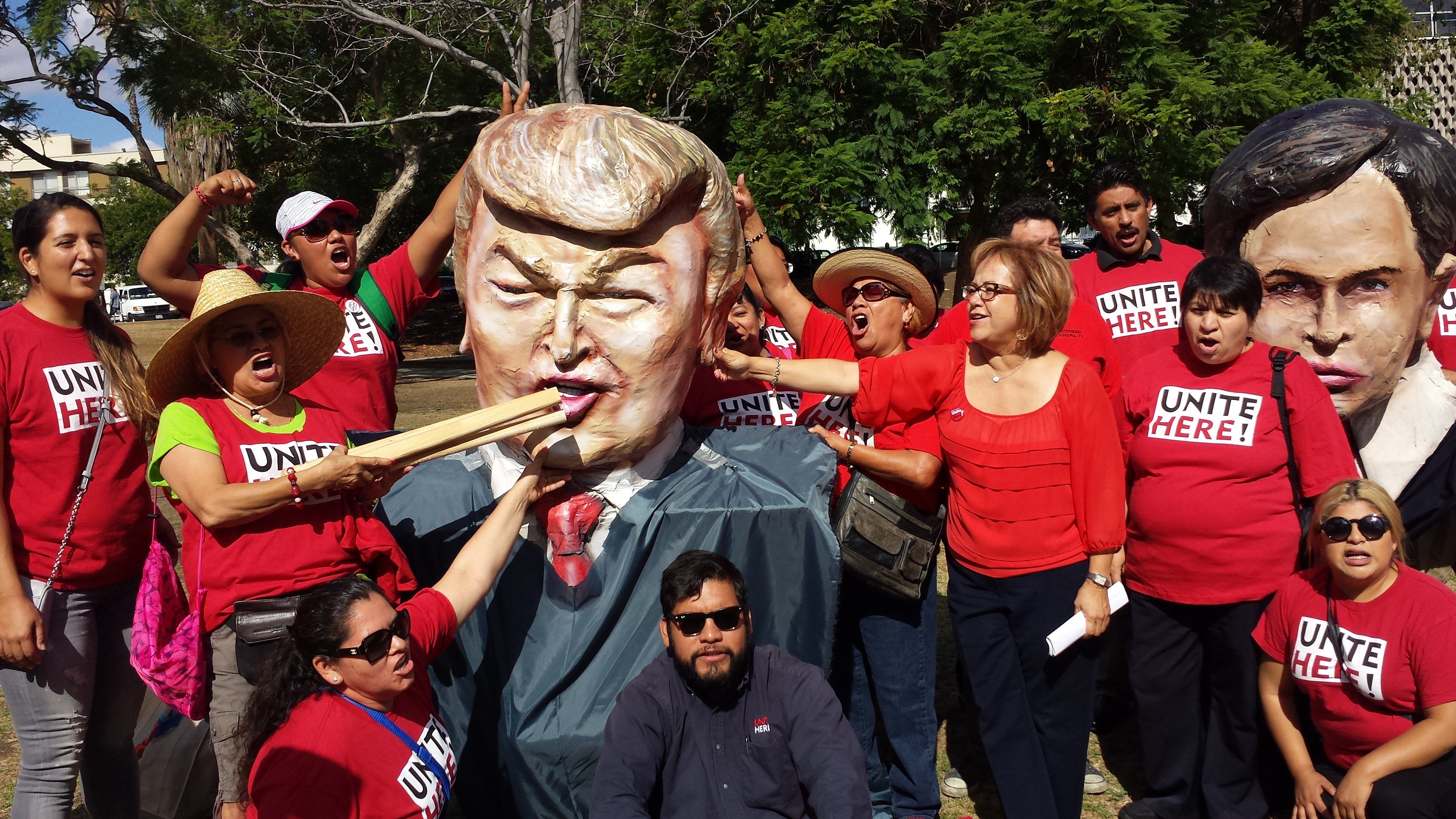 Protest outside the Reagan Library. Photo: Rubén Tapia.