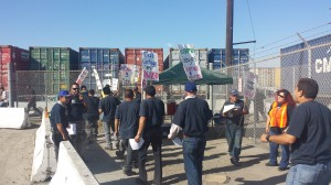 Workers protest wage theft outside California Cartage Company. Photo: Rubén Tapia.