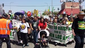 Trabajadores angelinos demandan 15 dólares la hora. Foto: Rubén Tapia.