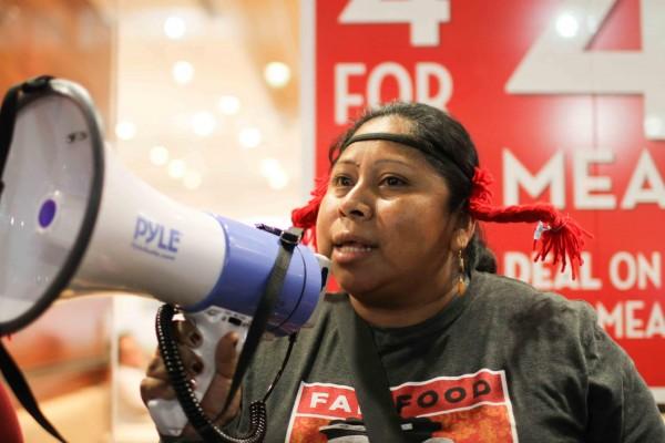 Lupe Gonzalo, organizadora de la Coalición de Trabajadores Agrícolas de Immokalee, Florida, en la campaña Por Comida Justa que entre otros componente denuncia la violencia sexual contra las trabajadoras del campo. Foto: CWI.