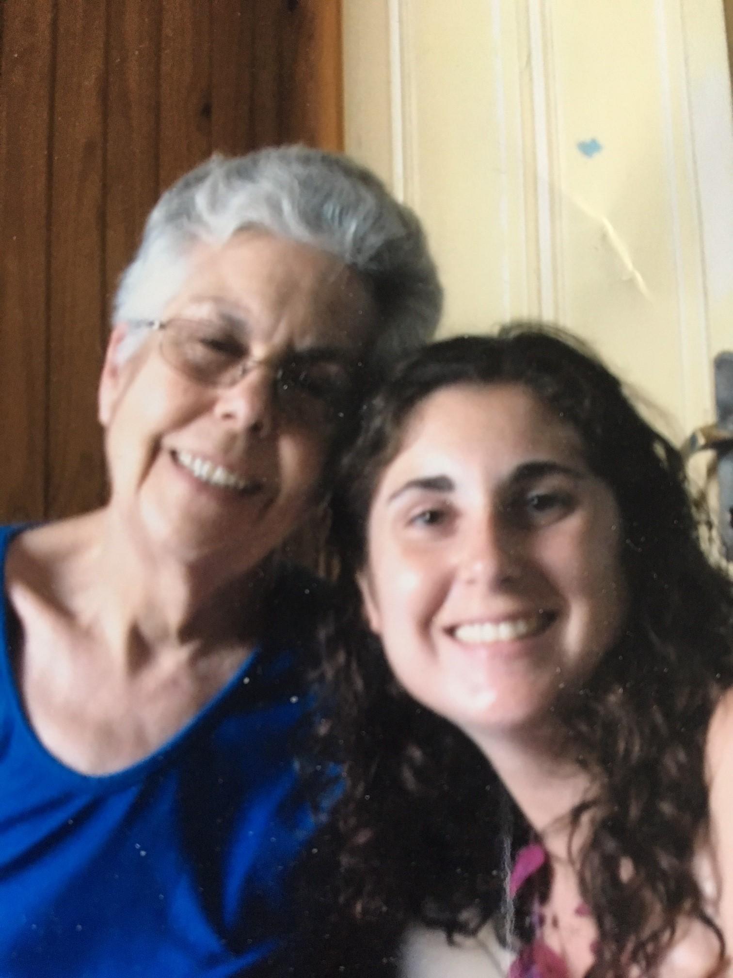 Valeria Fernández  y su abuela. Foto: Valeria Fernández.