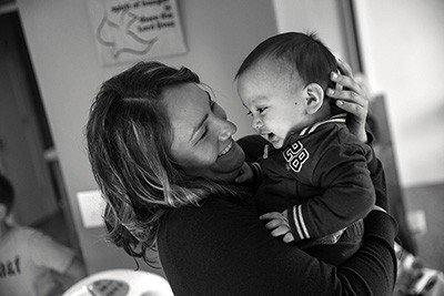 Angelica Gonzalez hold her son, a toddler, in November 2015 at the house where they are living on the Olympic Peninsula in Washington state. Photo by Mike Kane for Equal Voice News - See more at: http://www.equalvoiceforfamilies.org/the-dignity-of-living-child-cares-broken-promise/#sthash.JVvgn7ha.dpuf