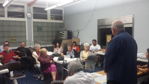 Joe González critica la complicidad de autoridades con Exide. Padre Moretta coordina reunión en Iglesia La Resurección en East LA. Rubén Tapia.