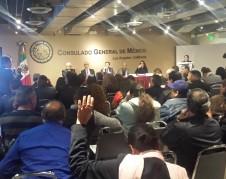 Mexicanos de Los Ángeles se reúnen con representantes del INE. Foto: Rubén Tapia