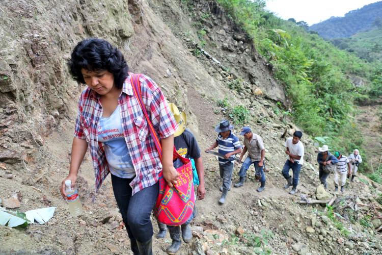Berta Cáceres en Río Blanco región del Oeste de Honduras. Foto: otherworldsarepossible.org