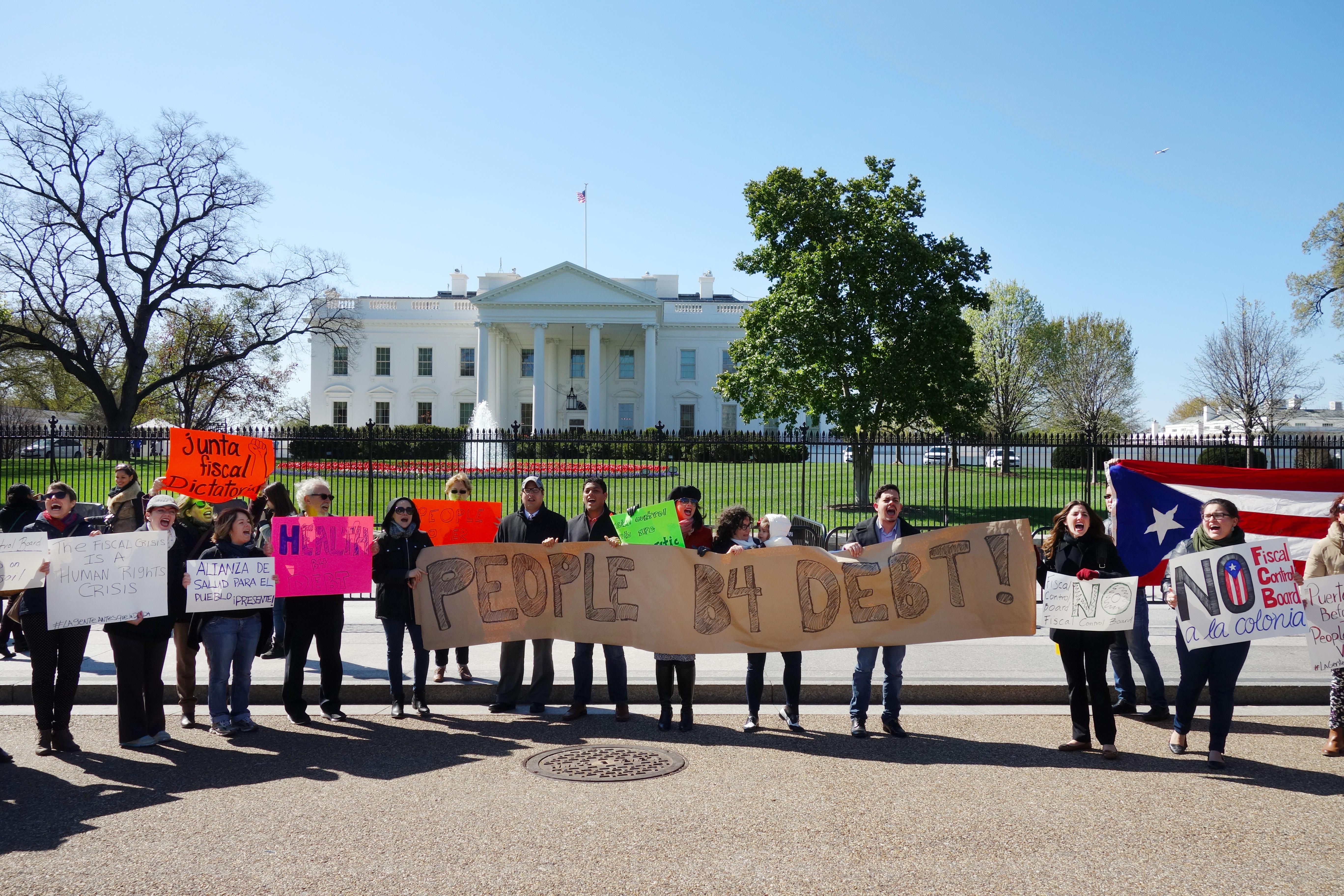 Puertorriqueños protestan frente a la Casa Blanca en Washington. Foto: José Zamorano.