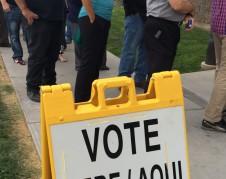 Largos tiempos de espera y de incertidumbre sobre si poder votar o no al final de la línea. Foto: Valeria Fernández.