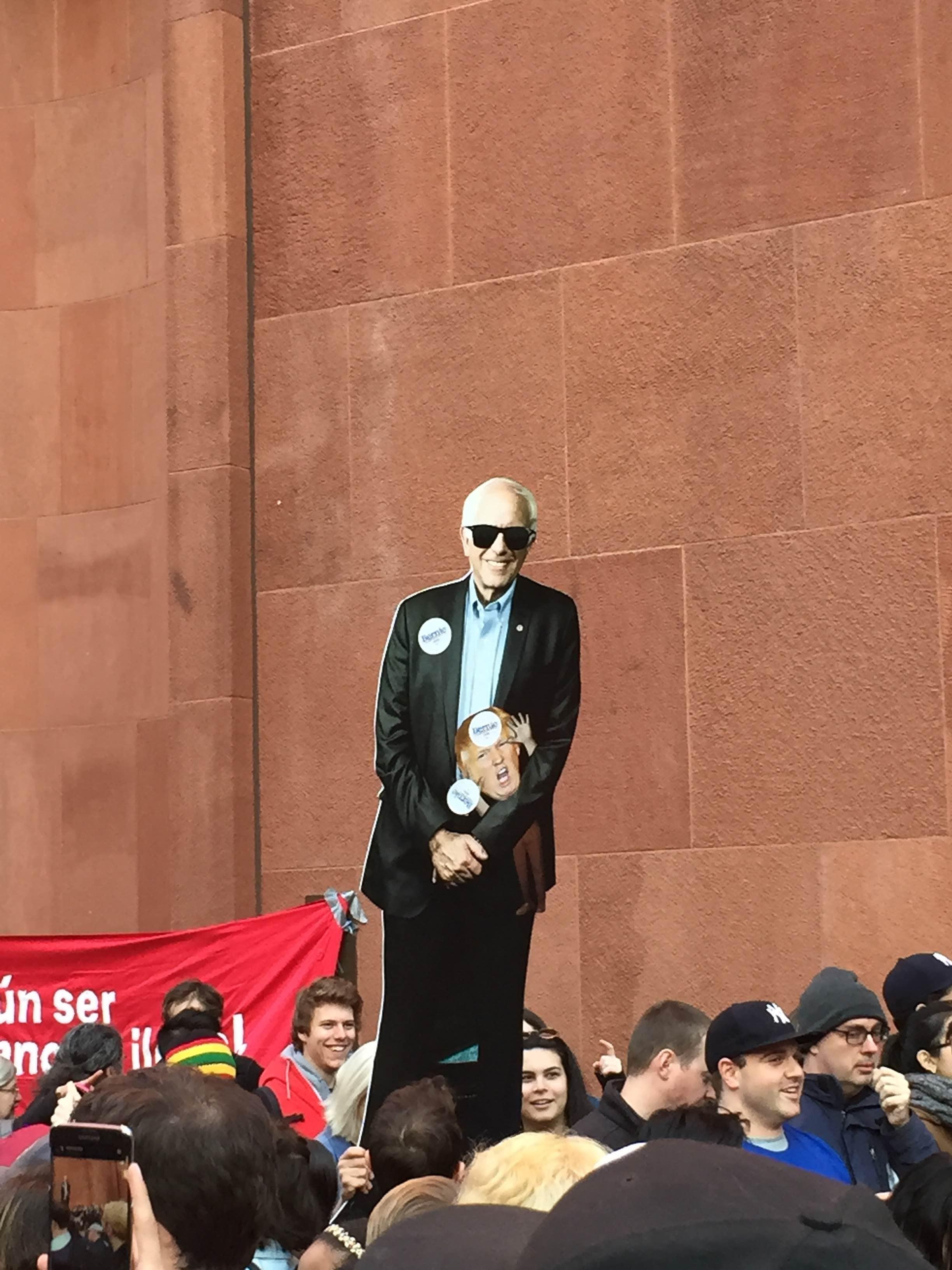 Monigote de Bernie Sanders en el mitin de Washington Square Park. Foto: Fernando Macillas.
