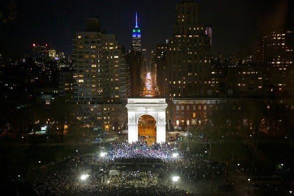 Vista aérea del rally de Bernie Sanders en el parque Washington Square de la Ciudad de Nueva York, donde se reunieron unas 27 personas.  Foto: Cortesía de la campaña de Sanders.