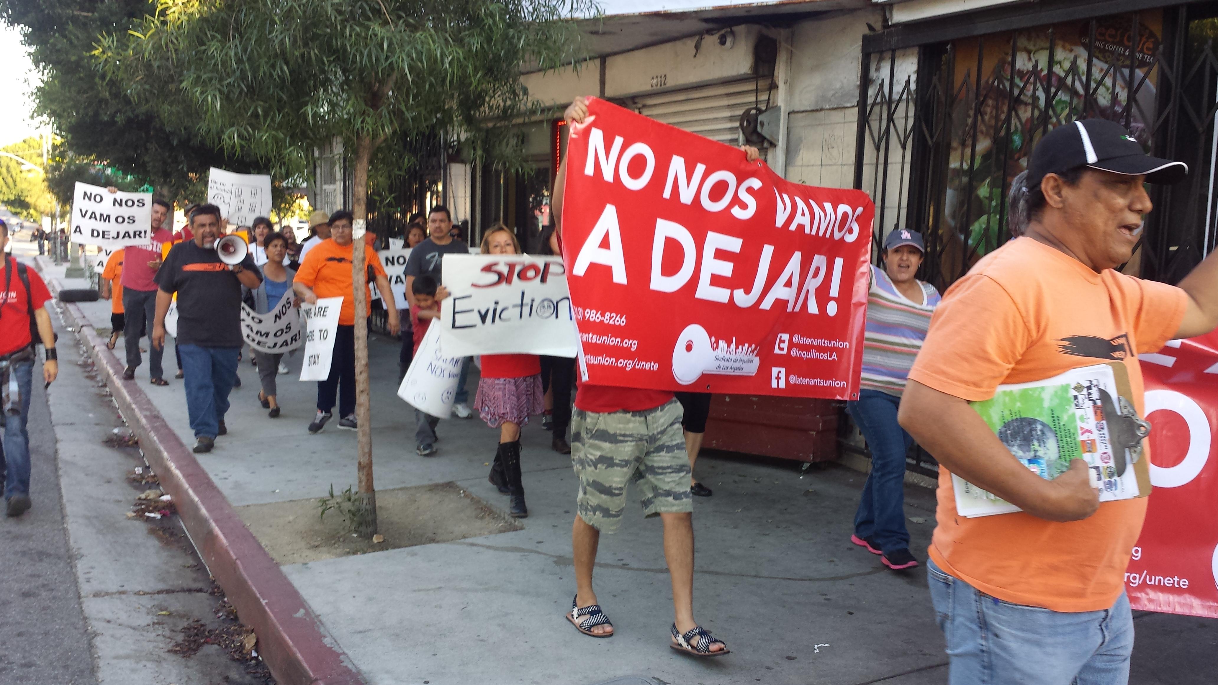 Vecinos se solidarizan con familia Barrales – Zabaleta. Foto: Rubén Tapia.