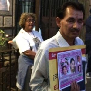 Guillermo Gutiérrez, padre de Raquel, joven desaparecida en Tamaulipas y Ana Pérez de la Organización Fraternal Negra de Honduras (OFRANEH). Foto: Raúl Silva.