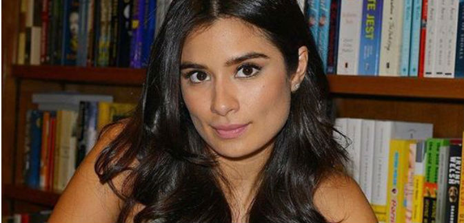 "Diane Guerrero, autora del libro En el País que Amamos: Mi Familia Dividida"", y actriz en las series televisivas, ""Orange is the nNew Black"", y Jane the Virgin""."