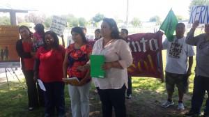 Valerie Gorospe, a su lado, Byanka Santoyo después la enfermera Rachel Hernández, junto con Claudia Angulo, y al fondo una primaria de Lamont.