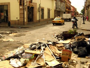 Restos de una barricada en el centro de Oaxaca. Foto: Vladimir Flores.