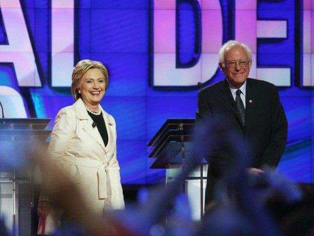 Hillary Clinton, presunta nominada demócrata a la presidencia de E.U., y el precandidato y senador por Vermont, Bernie Sanders.