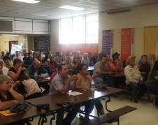 Asamblea informativa en East Porterville, moderada por Ryan Jensen del CWC