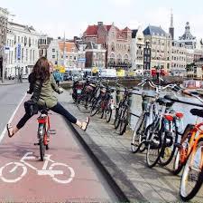 Ciclovías o cicosendas para ciclistas en ciudades donde el ciclismo ha crecido considerablemente. Foto www.bairesenbici.com