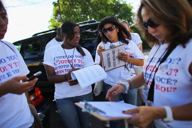 Registrando el voto latino en La Florida. Foto: Coalición de Inmigrantes por un Nuevo Estados Unidos.