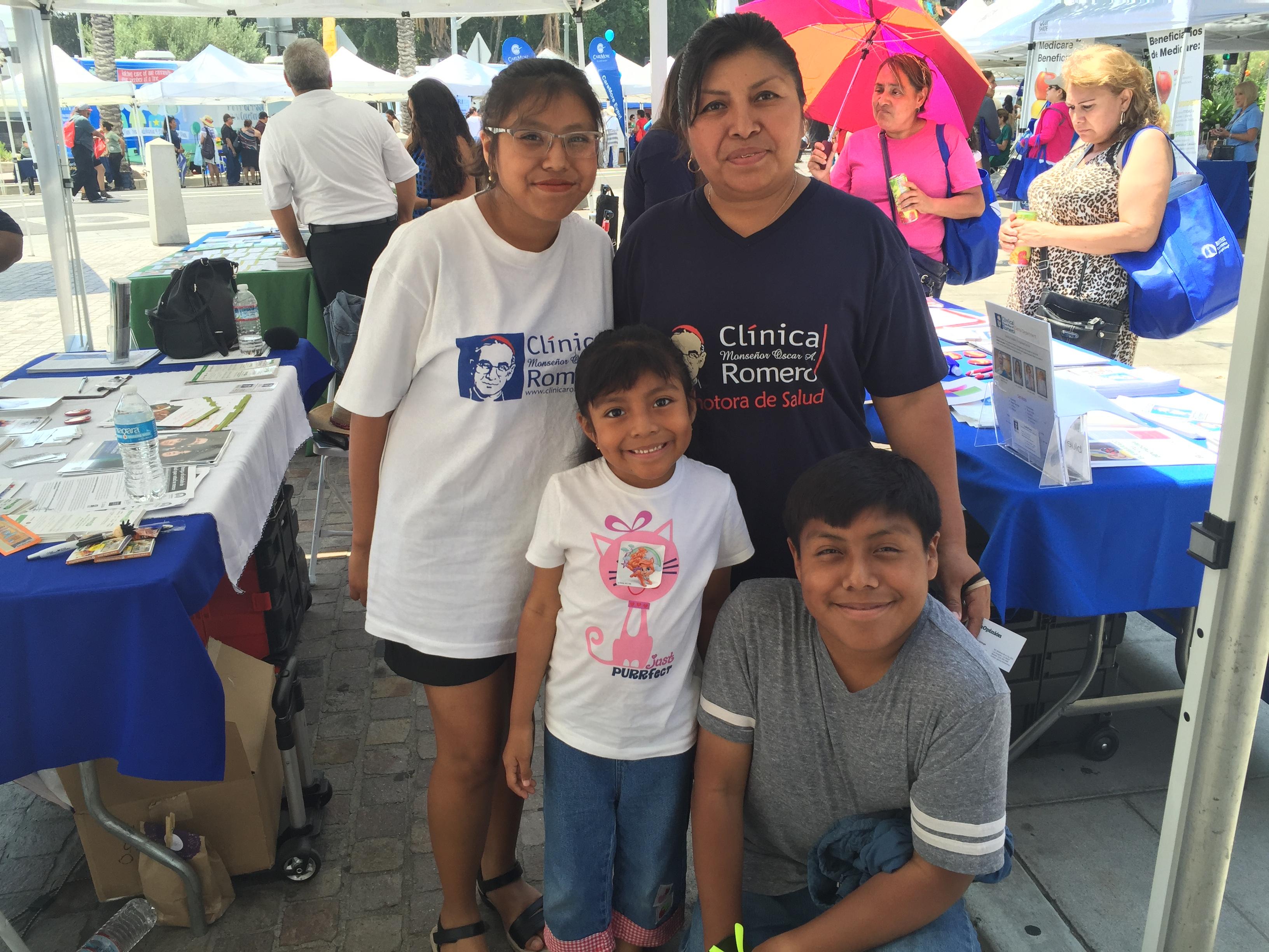 Wendy Pech con sus hijos. Dolores, la mayor, ya tiene Medi-Cal completo. Foto: Radio Bilingüe.