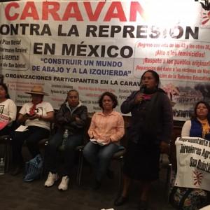 Al micrófono, Alicia Bustamante Pérez indígena otomí de Xochicuatla, al poniente del valle de México.