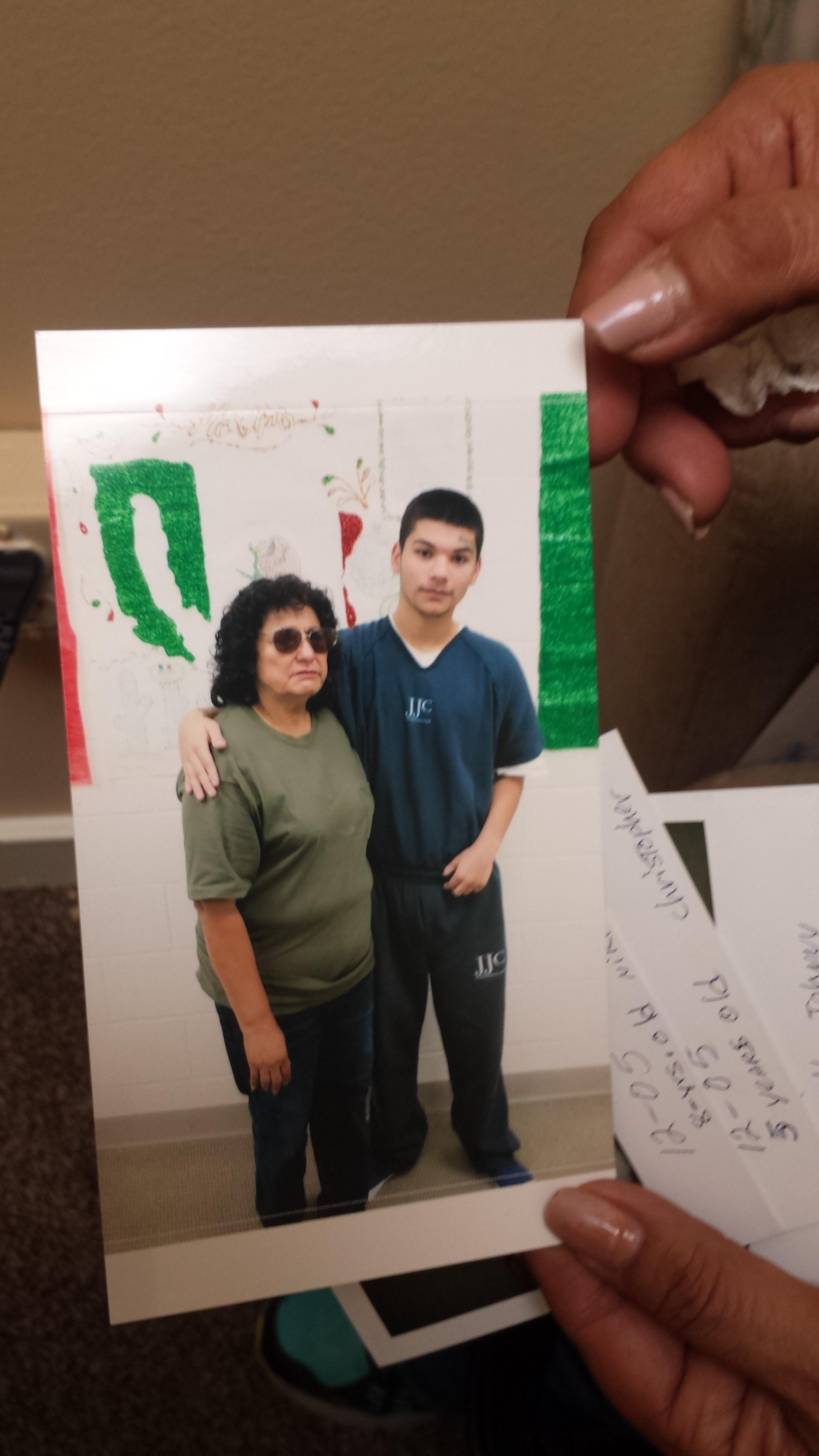 María Concepción Varo con Nicolás, su nieto, antes de que cayera preso, acaba de cumplir 19 años.