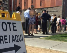 Trump estimula la ansiedad de los latinos por registrarse y votar. Ha habido un repunte en las nacionalizaciones de los latinos en todo Texas, lo que no es un buen augurio para los republicanos. Foto: Houston Chronicle.