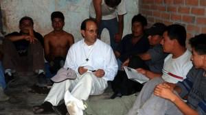 El padre Alejandro Solalinde en el Albergue Hermanos en el Camino. Foto: Democracy Now.