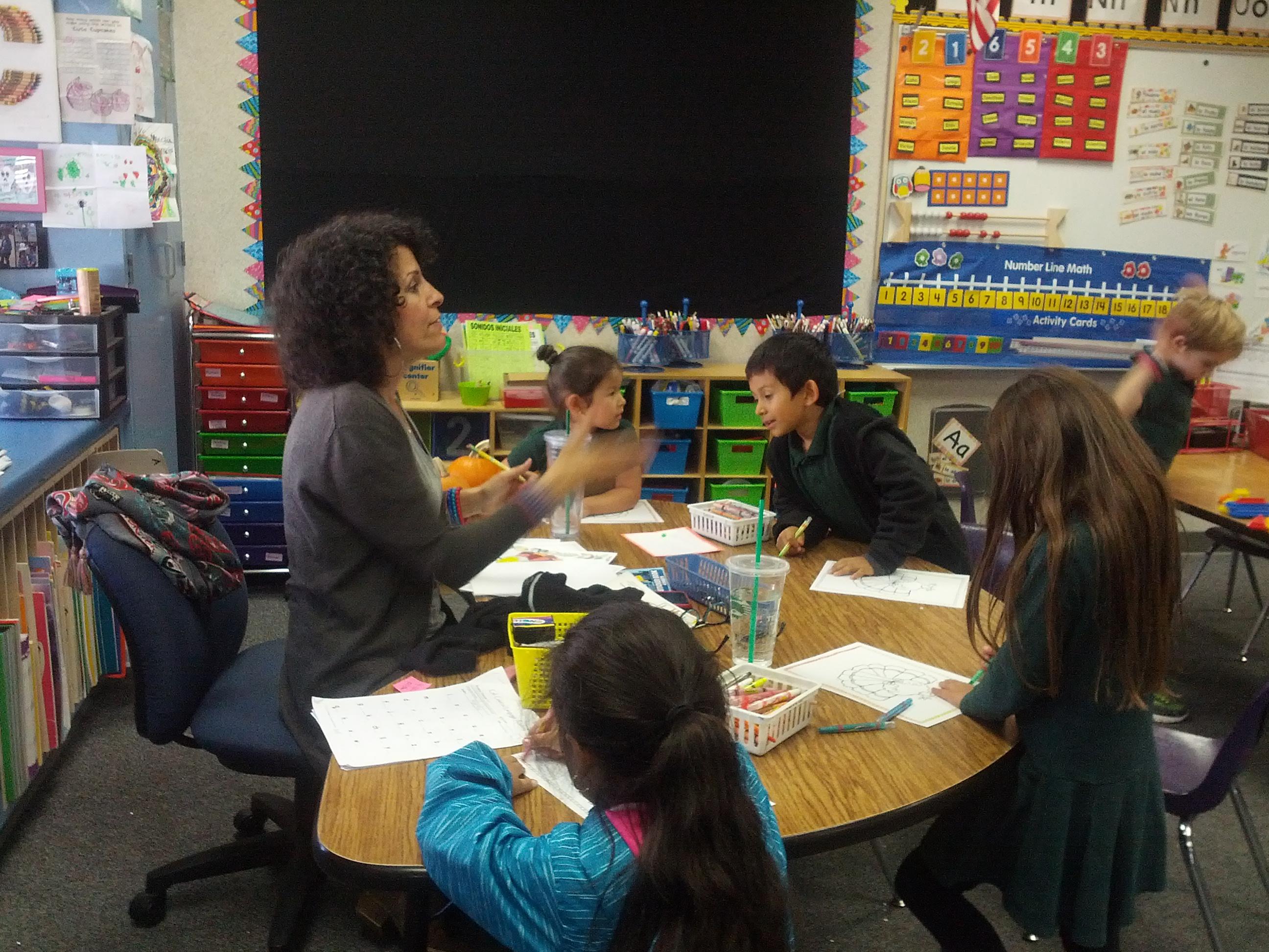 Rosa Villalpando, maestra de tercer grado, dice que algunos de sus alumnos han llorado en clase. Foto: Zaidee Stavely.