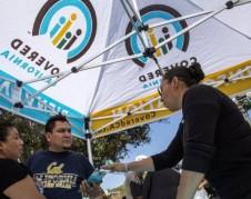 Informándose sobre el Obamacare en Los Ángeles. Foto: ThinkProgress.