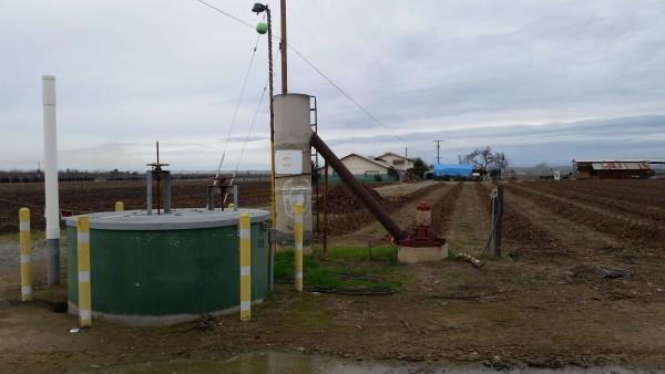 Pozo en el hogar y terreno de cultivo que renta Jovita Castañeda.