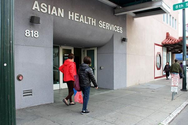 Asian Health Services, un centro de salud comunitario, apoya el impuesto de la ciudad sobre las bebidas azucaradas con la esperanza de que los ingresos recaudados del impuesto se destinen a combatir la caries dental. (Ana B. Ibarra / California Healthline)