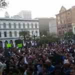 Más de mil personas recibieron a Andrés Manuel López Obrador, en la Placita Olvera de Los Angeles. Fotos : Rubén Tapia.
