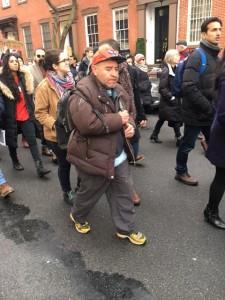Personas de todas las edades, razas y extracciones sociales marcharon hoy en NY contra las políticas antinmigrantes de Trump. Foto: MVG.