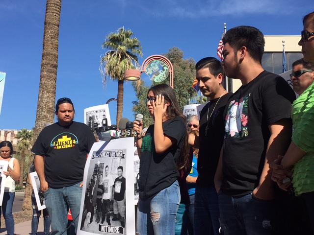 Jaqueline la hija de 14 años de Guadalupe García de Rayos habla en defensa de su madre, quien llegó a este país cuando tenía su misma edad.