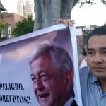 Entusiasmados llegaron cientos como este jóven Veracruzano. Foto: Rubén Tapia