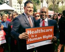 Senador Ricardo Lara en el anuncio de la Ley de Seguro Universal en California, la propuesta de ley SB562. Foto: Health4all