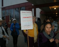 Asistentes al foro exigían presencia del congresista Jeff Denham.  Foto: Fernando Andrés Torres